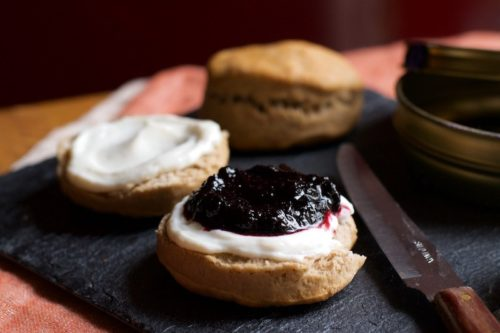 scones-salati-con-mirtilli-e-caprino