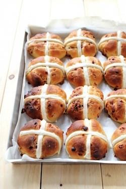 Hot-cross-buns-oggipanesalamedomani