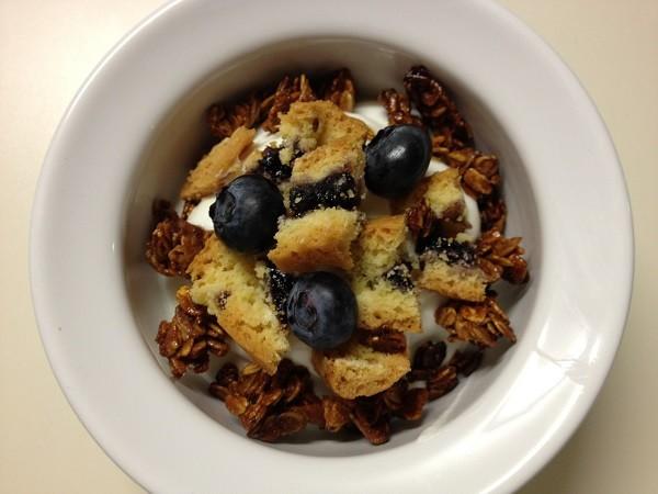 granola con yogurt e mirtilli (1)