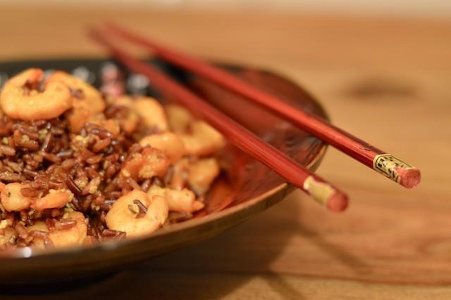 riso rosso con gamberetti e zenzero