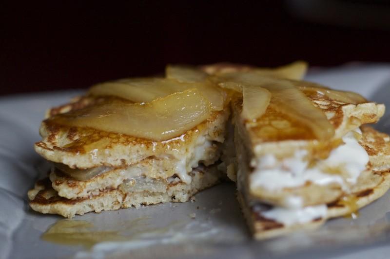 pancake integrali pere formaggio e miele
