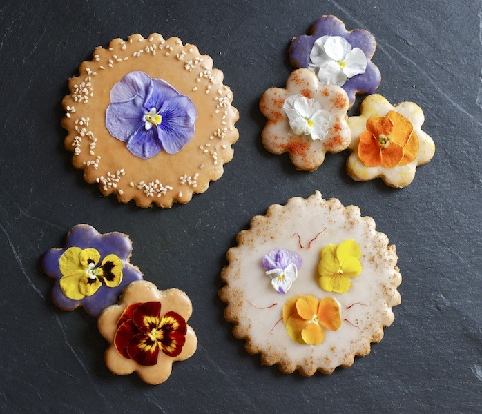 biscotti frolla ai fiori eduli