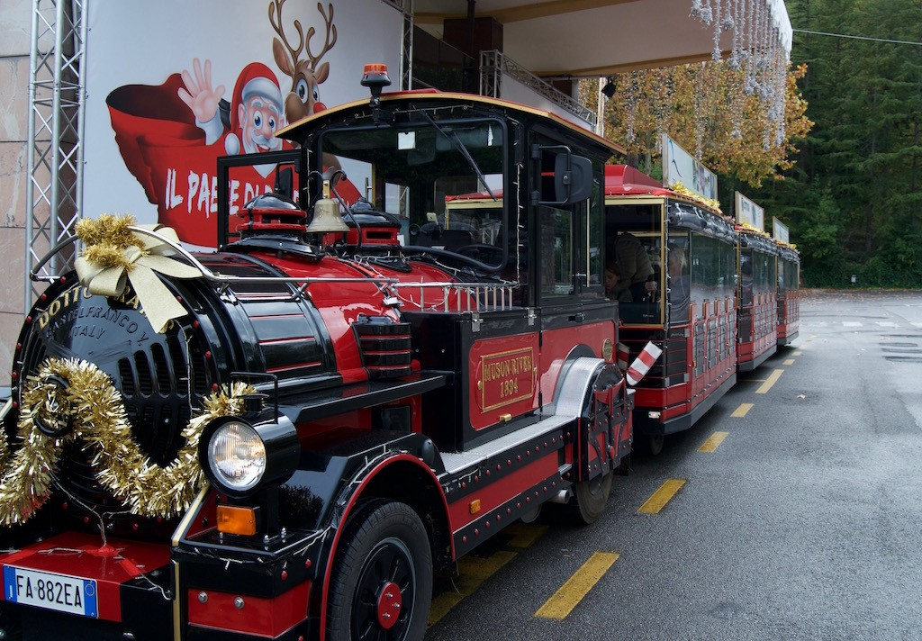 Paese di Babbo Natale a Chianciano Terme Trenino